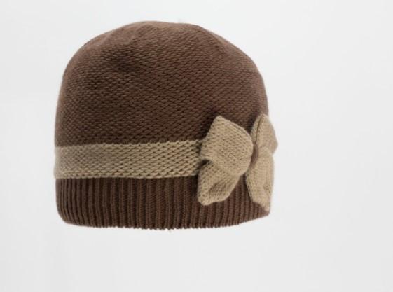 Детская красивая удобная теплая  вязаная шапочка.