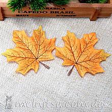 Лист клена с черенком, 9 см, желто-оранжевый