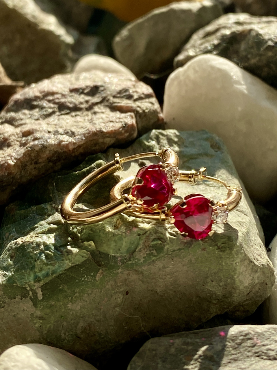 Золотые серьги с рубинами и бриллиантами  Сердца