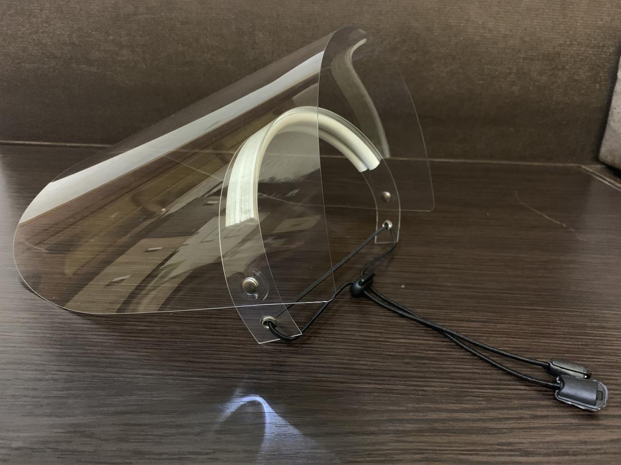Защитный экран QumaxPro CRYSTAL VIZOR с ПЕТ экраном и поднимаемым забралом. Документы для тендера!