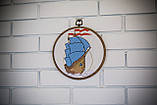 Вышитая картина в пяльцах с корабликом, фото 2