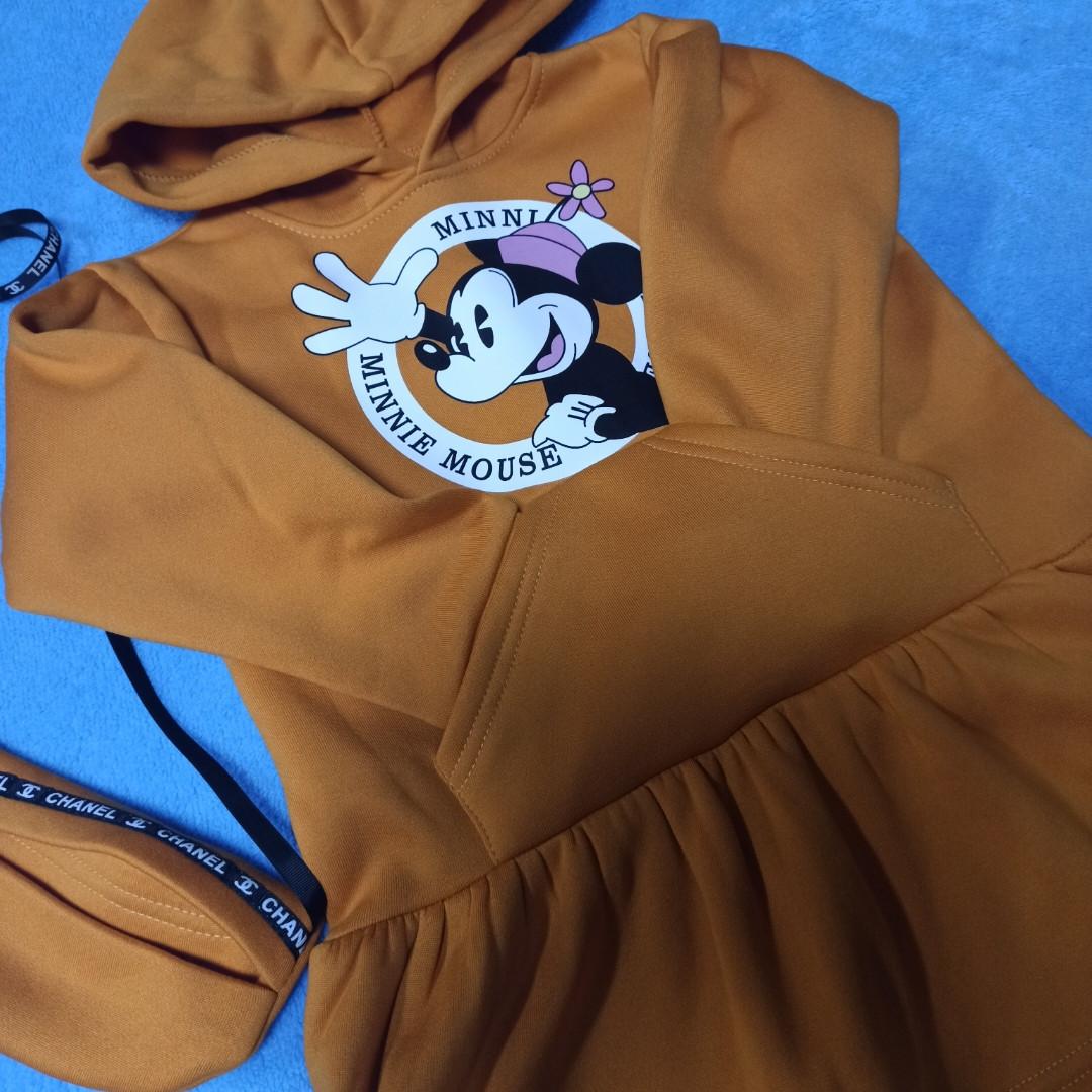 Модное теплое красивое платье для девочки с капюшоном и карманом- кенгуру. Цвет- горчица.