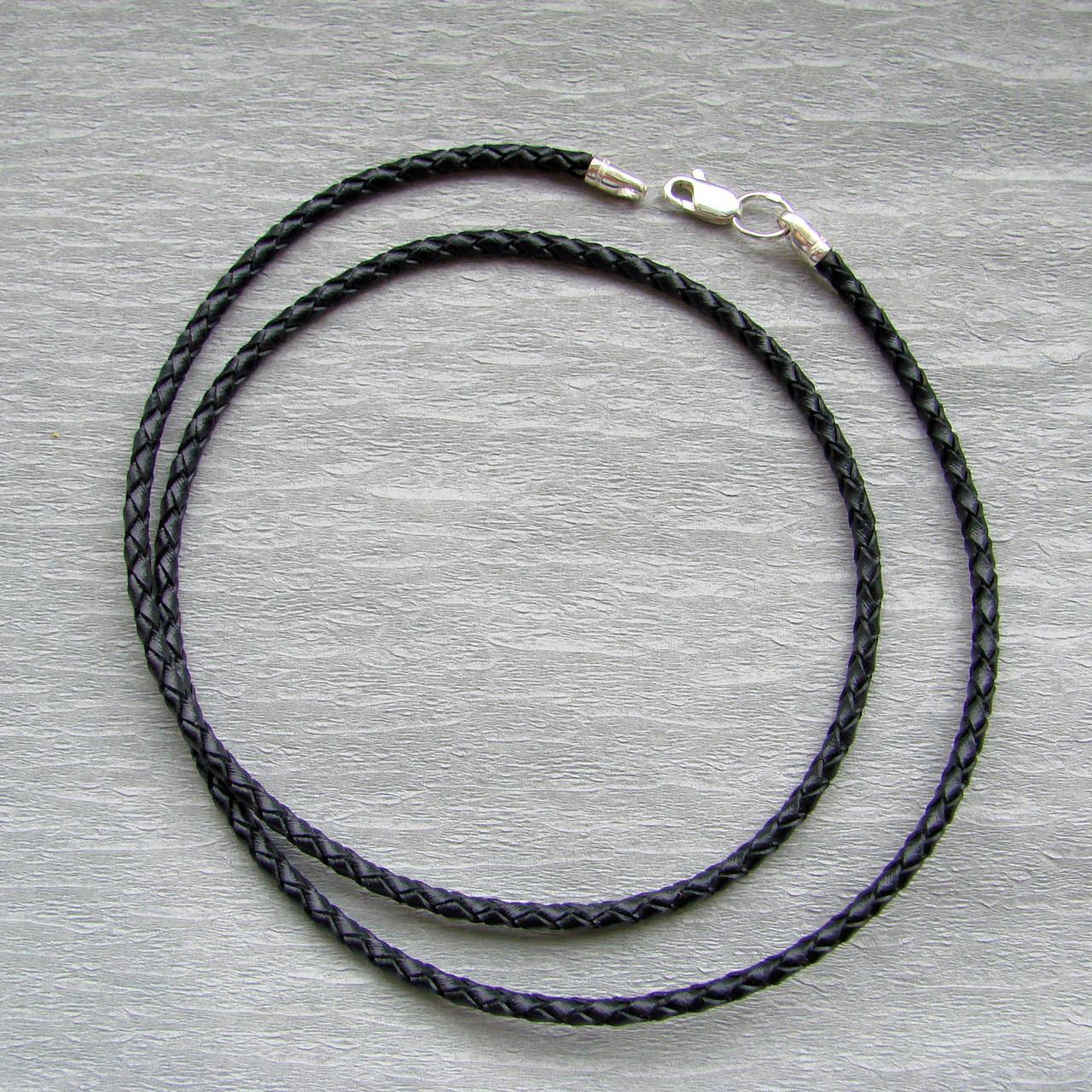 Шнурок черный плетенный из высококачественной натуральной кожи.
