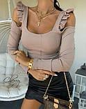 Женская кофточка черная бежевая 42-46  облегающая с рюшиками и открытыми плечами с вырезом длинный рукав, фото 3