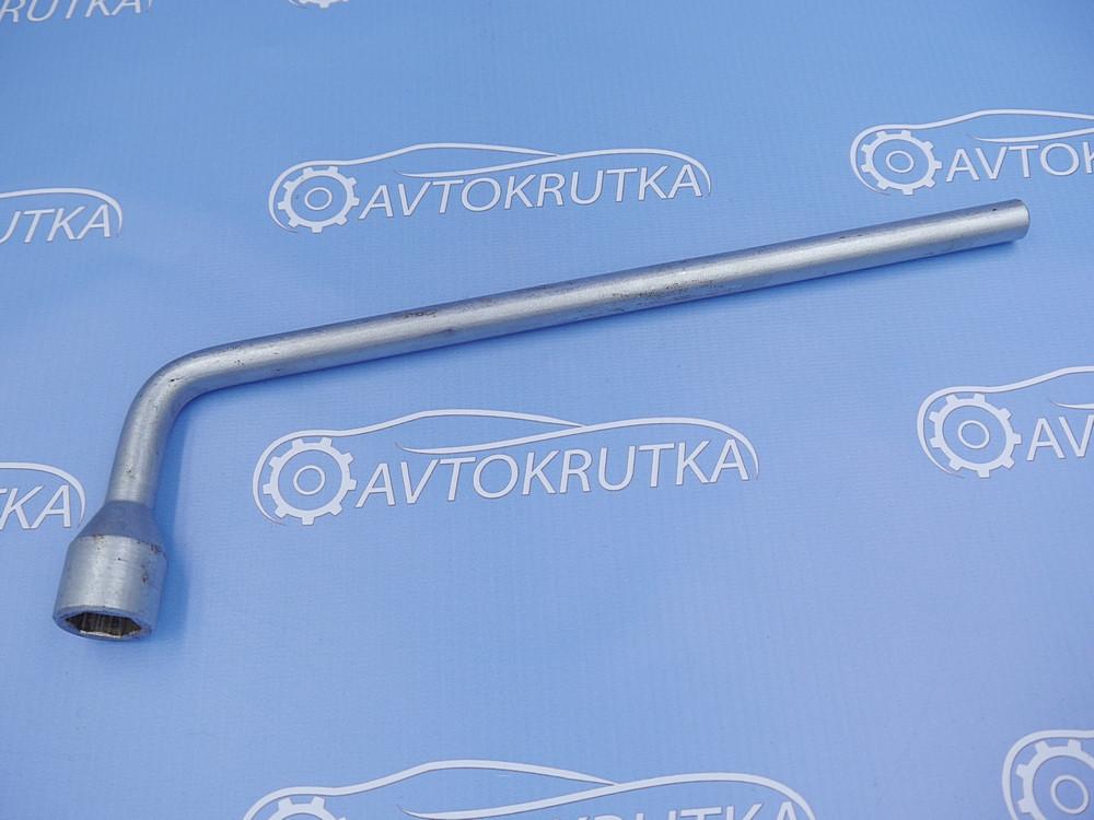 Ключ колесный (балонный) на 17 Mercedes A-Class W169 2004-2012 (Мерседес в169 а-класс)