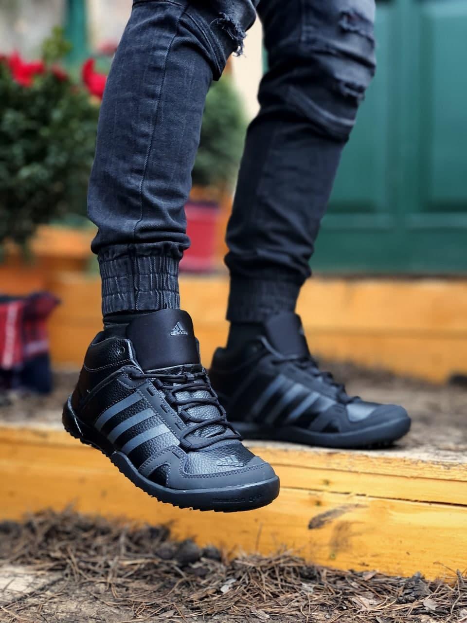 Мужские зимние кроссовки Adidas Daroga черные (копия)