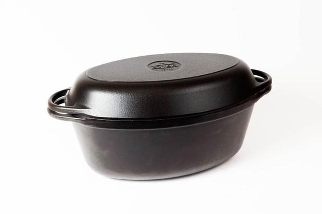 Гусятница  чугунная  эмалированная, матово-чёрная. С чугунной крышкой-сковородой. Объем 5,0 литра.