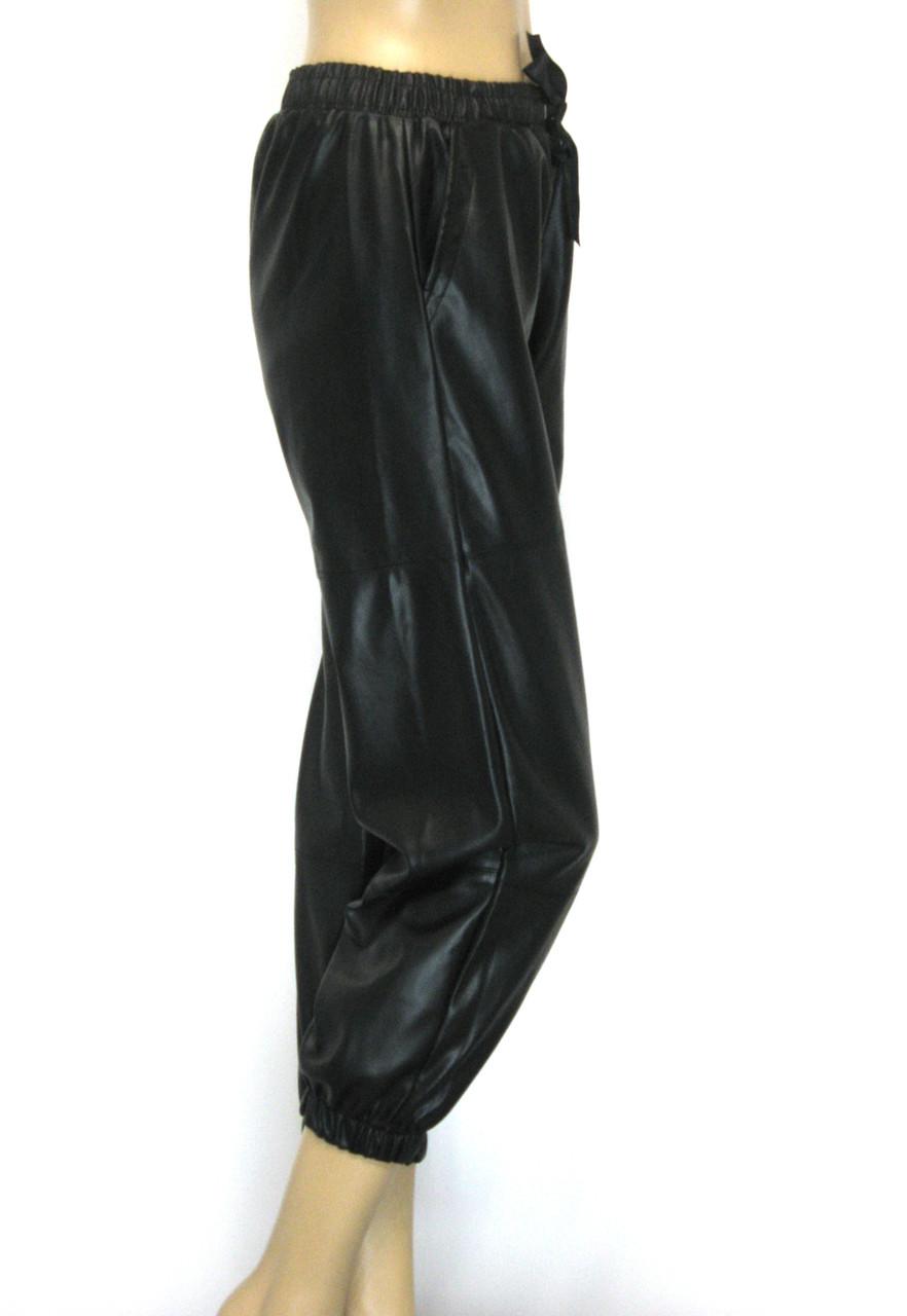 Жіночі шкіряні штани на резинці