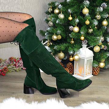 Ботфорты замшевые женские на каблуке, декорированы накаткой камней. Цвет зеленый