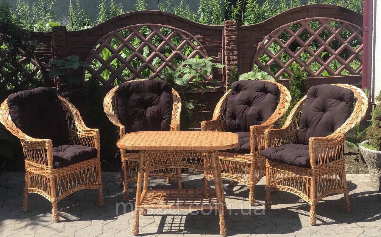 Набор плетеной мебели с подушками