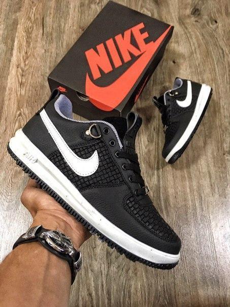 Женские кроссовки Nike Lunar Force чёрно-белые.
