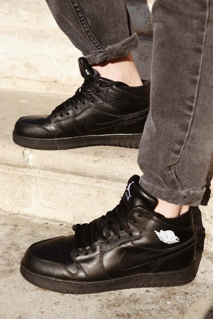 Мужские кроссовки  Air Jordan 1 Retro зимние (на меху), чёрные. Размеры (41,42,43,44,45,46)