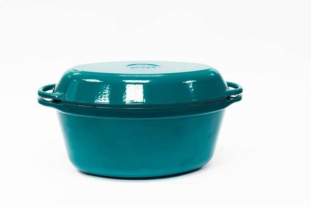Гусятница  чугунная  эмалированная, цветная глянцевая. С чугунной крышкой-сковородой.Объем 5 литра.