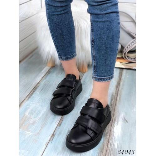 Кроссовки черные на двух липучках. Натуральная кожа