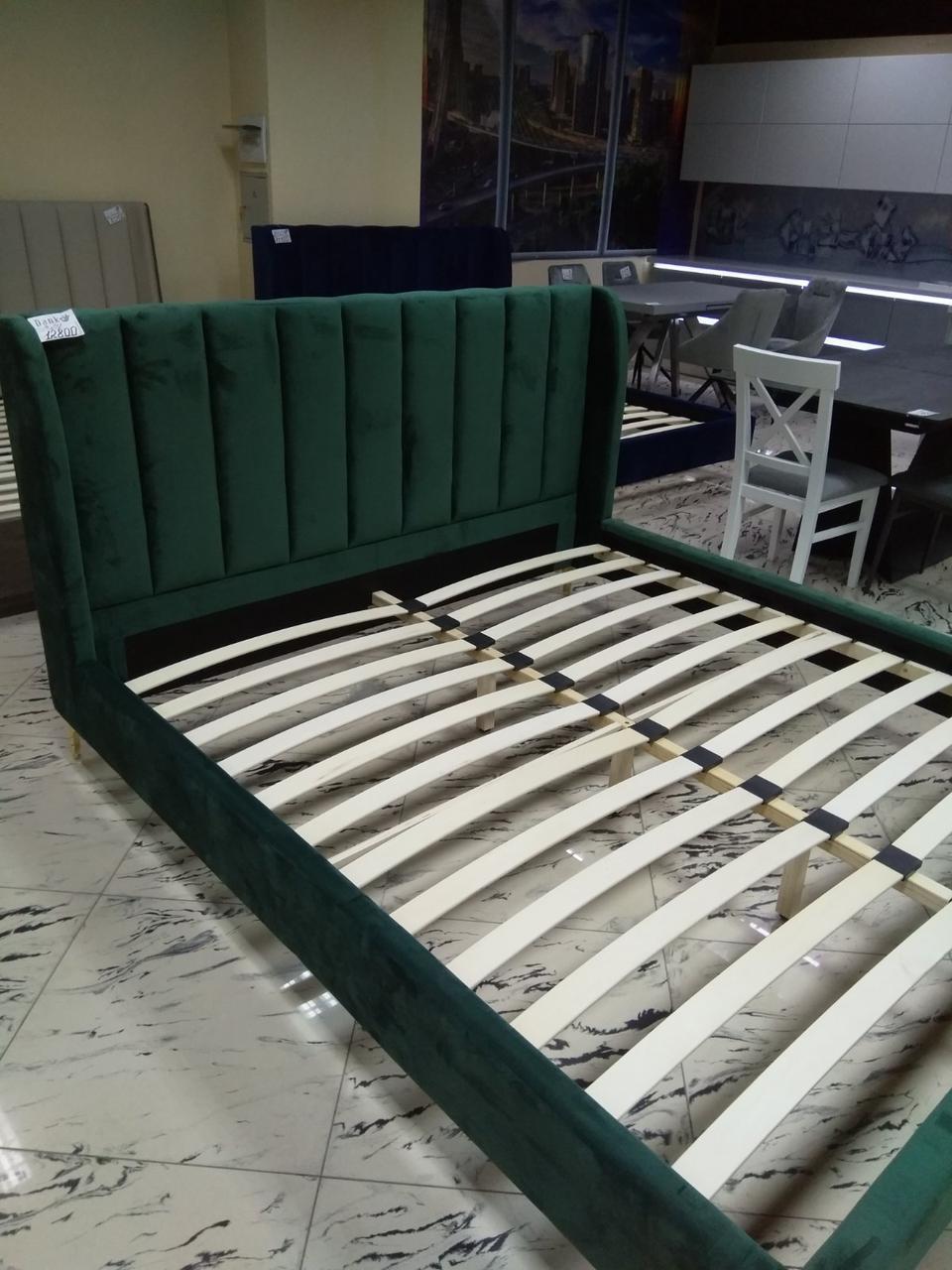 Кровать с мягким изголовьем Лея 1,8х2м зеленый бархат от Frisco