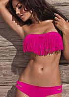 Яркий малиновый купальник с бахромой на лифе