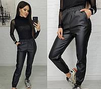 Демисезонные женские кожаные штаны на резинке Батал
