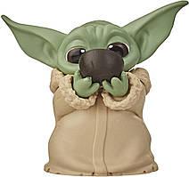 Фигурка малыш Йода Hasbro Star Wars Mandalorian The Bounty Collection The Child Sipping Soup 5см