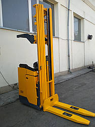 Электрический штабелер с боковым сиденьем оператора ESC216