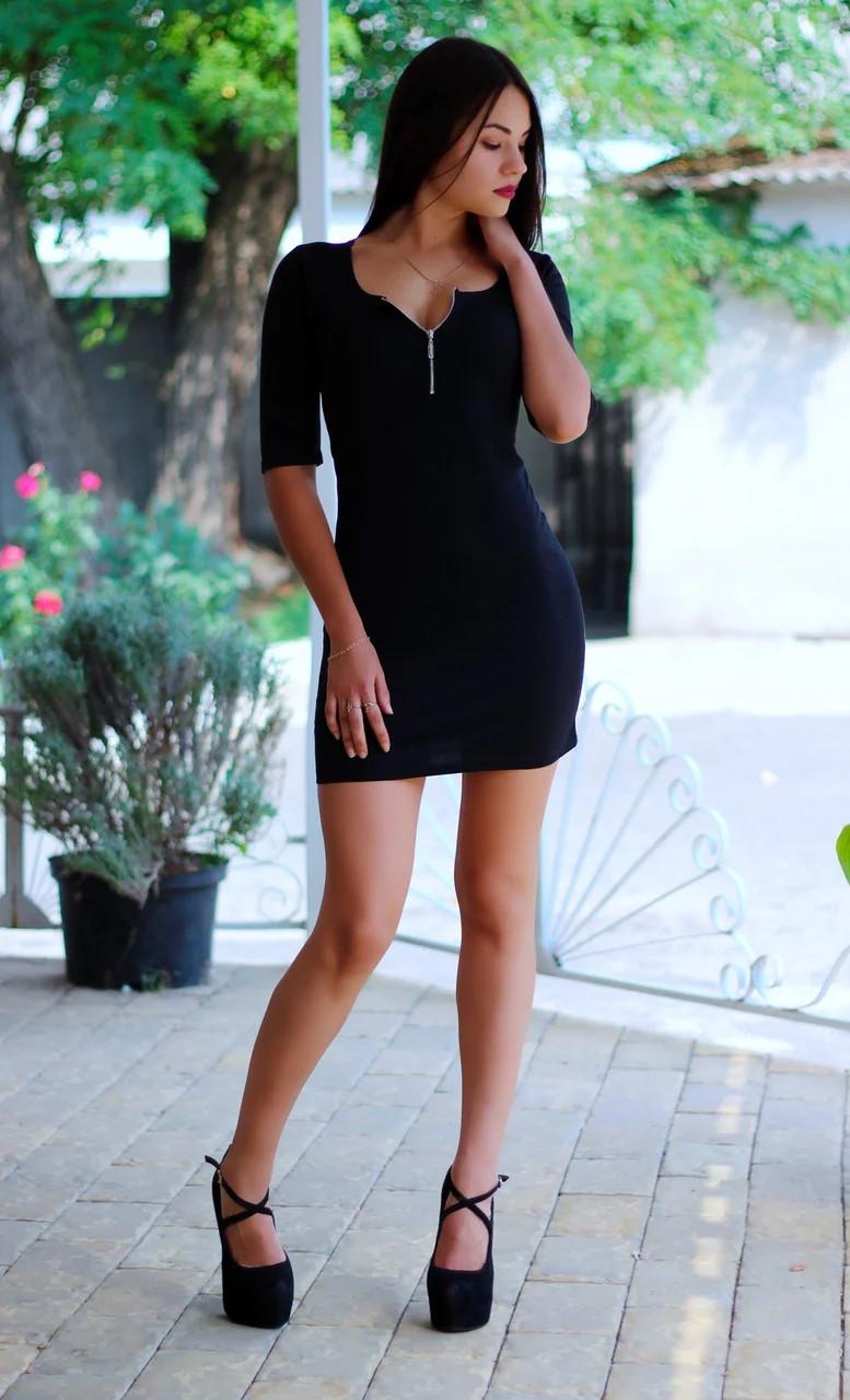 Жіноче плаття з блискавкою на грудях