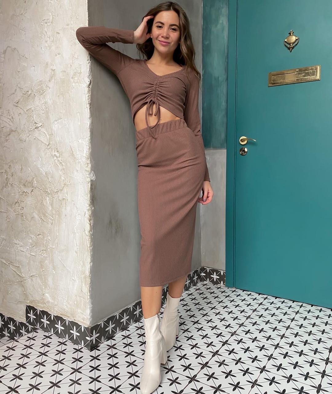 Женский юбочный костюм мокко