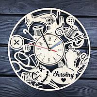 Тематические часы из дерева на стену в ателье
