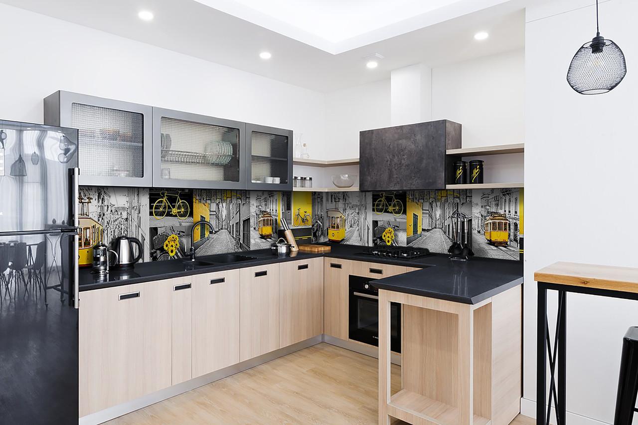 Скинали на кухню Zatarga «Желтый трамвай Лиссабон» 600х2500 мм виниловая 3Д наклейка кухонный фартук