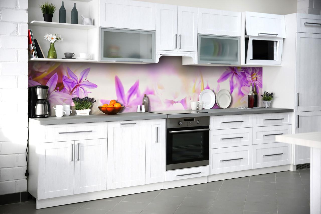 Скинали на кухню Zatarga «Фиолетовые цветы» 600х3000 мм виниловая 3Д наклейка кухонный фартук самоклеящаяся