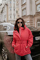 Женская зимняя куртка с поясом короткая коралловая, фото 1