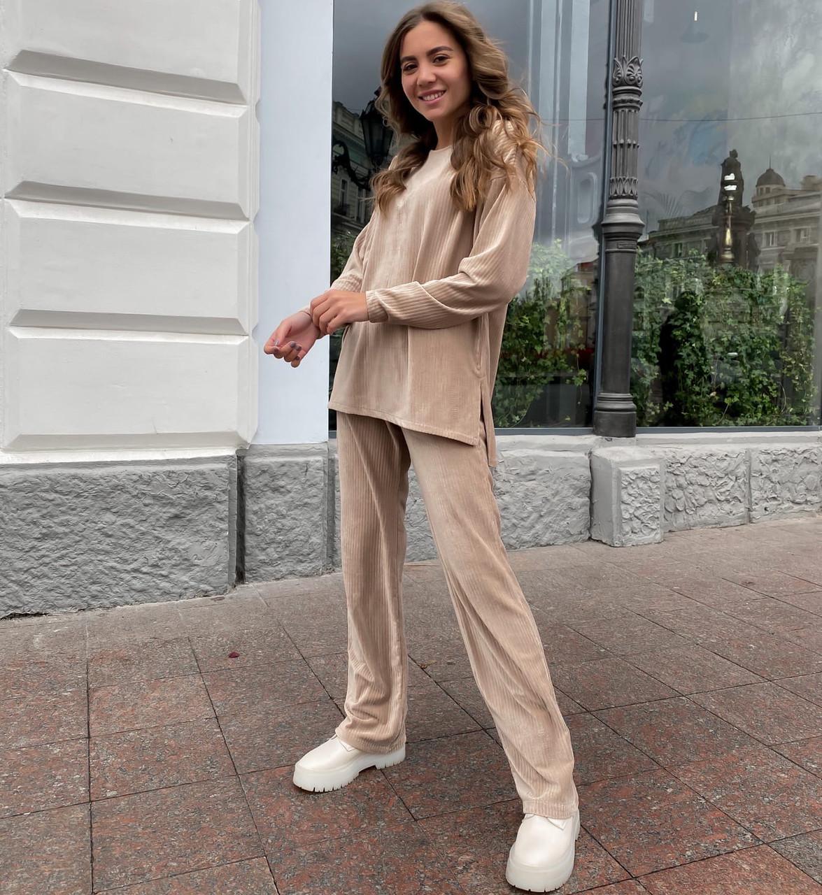 Женский бежевый вельветовый костюм