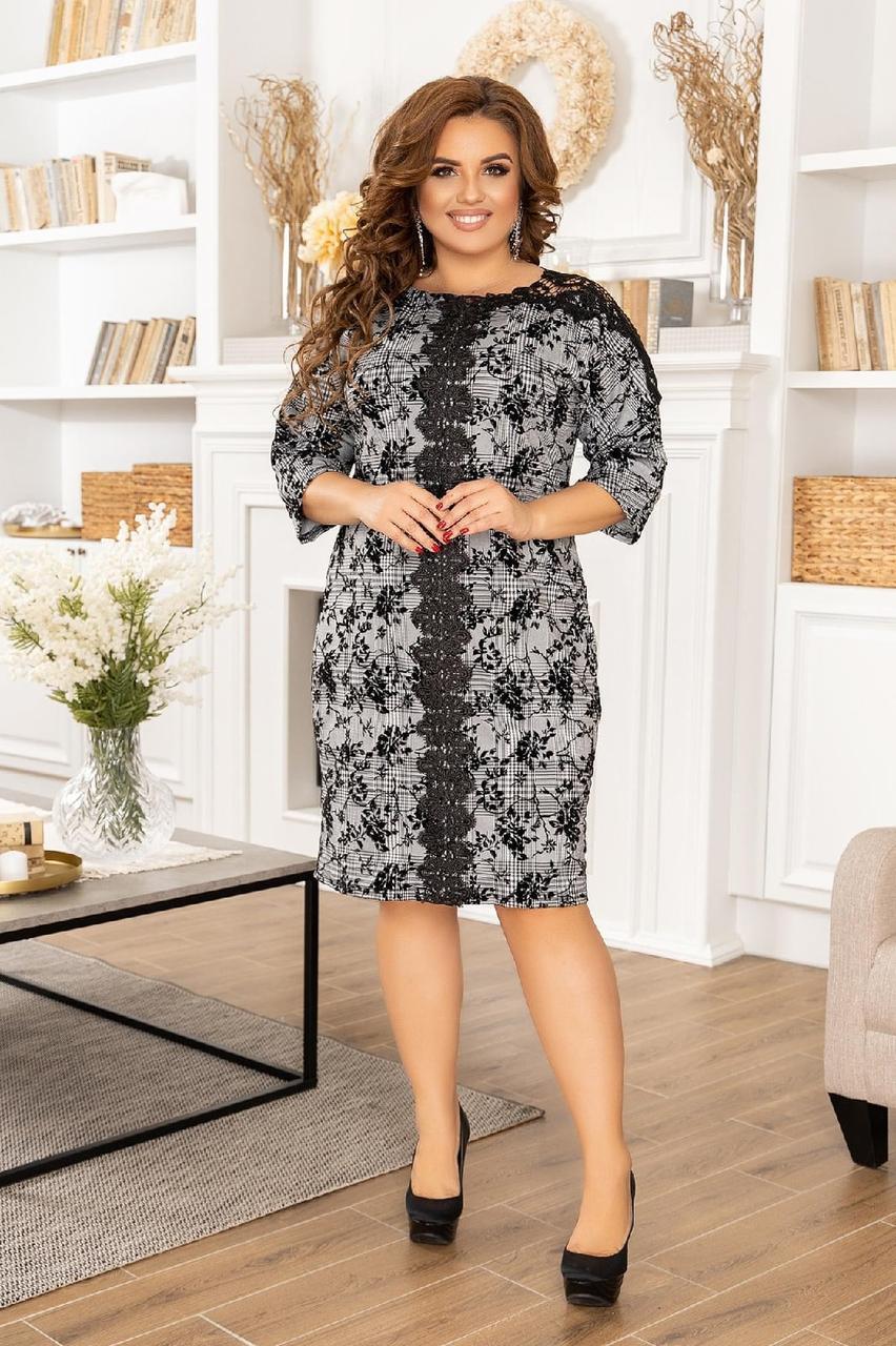 Женское красивое серое приталприталенное платье больших размеров сс кружевными вставками р.50-56