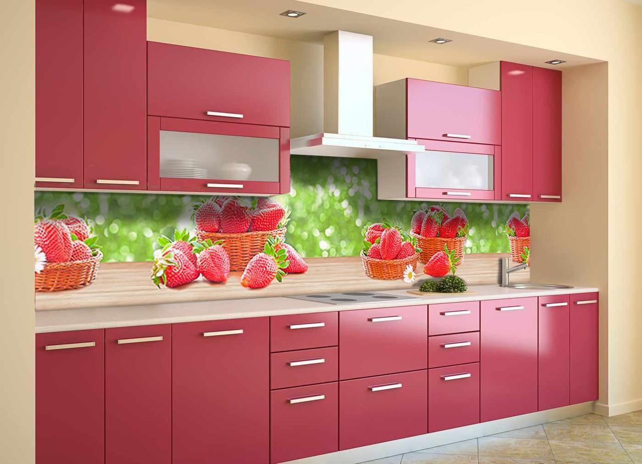 Скинали на кухню Zatarga «Клубника на столе» 600х3000 мм виниловая 3Д наклейка кухонный фартук самоклеящаяся