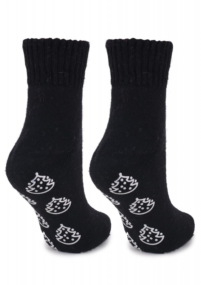 Женские черные махровые носки с елками