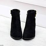Эффектные замшевые ботинки ботильоны на удобном каблуке с декором, фото 3