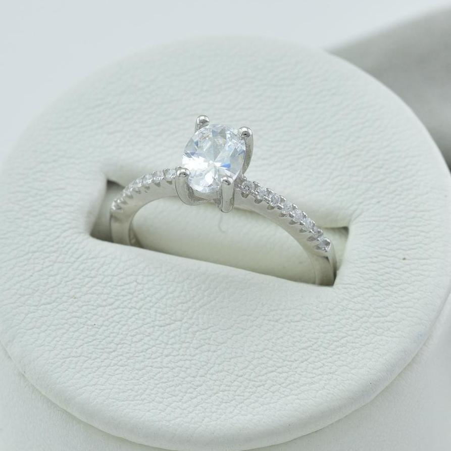 Серебряное кольцо размер 17.5 вставка белые фианиты вес 2.2 г