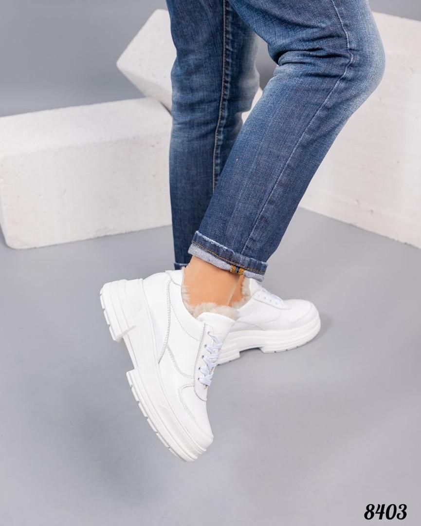 Зимние женские кроссовки белые