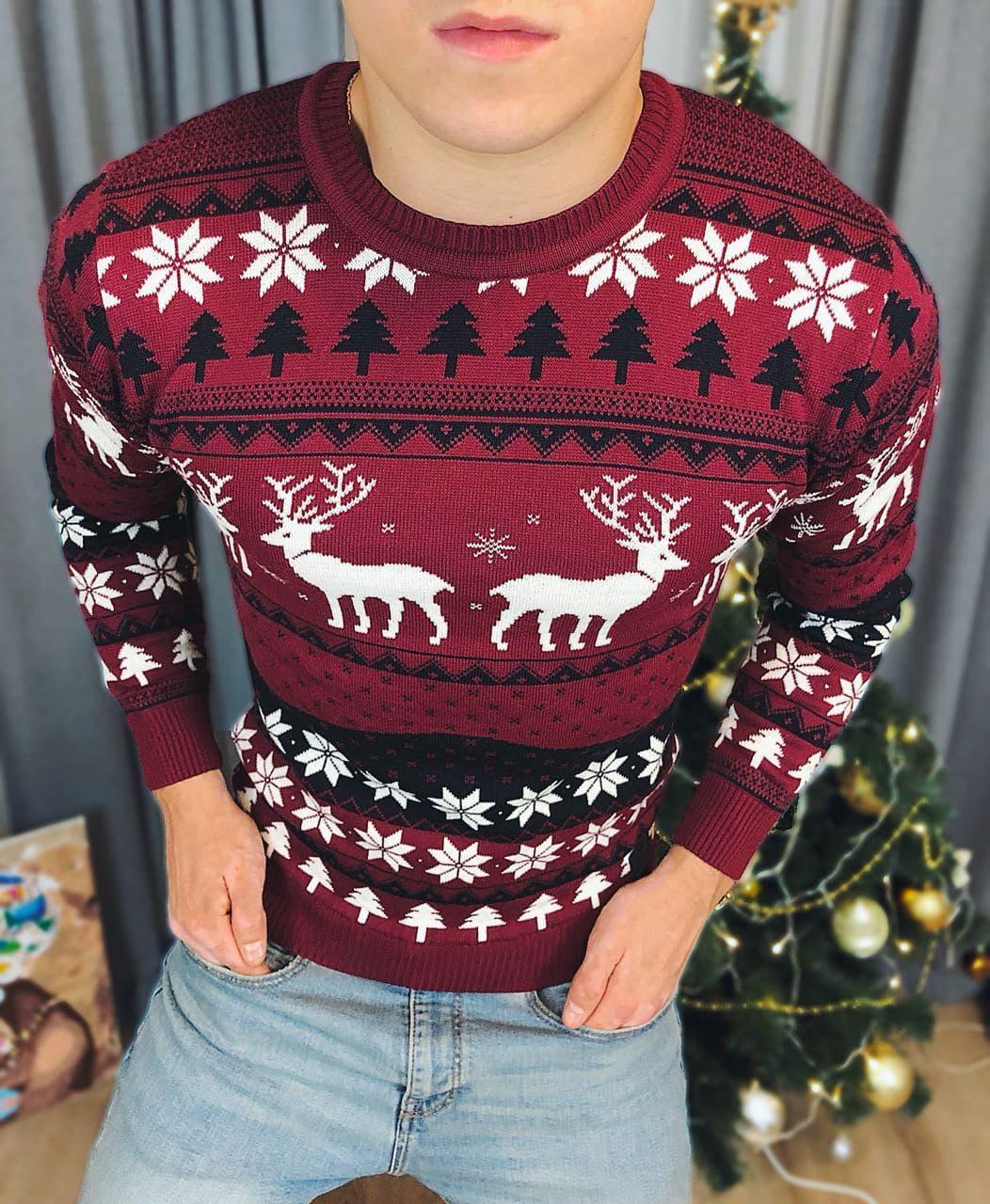 Мужской свитер с оленями и елками бордо