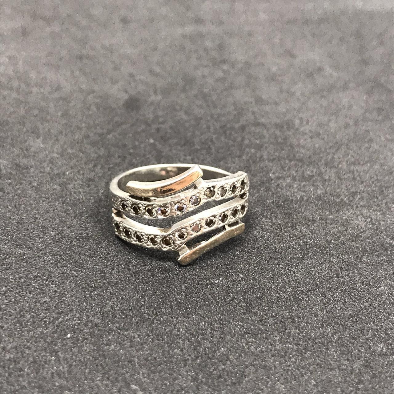 Серебряное кольцо 925 пробы с фианитами, размер 19,5. Вес - 3,96 г. Б/у. Продажа из ломбарда