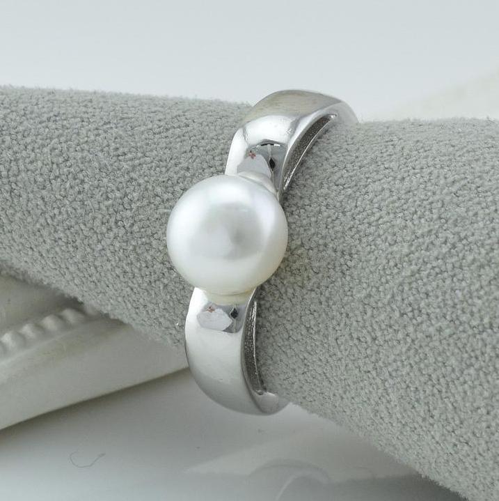 Серебряное кольцо размер 18 вставка искусственный жемчуг вес 4.3 г