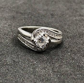 Серебряное кольцо 925 пробы с фианитами, размер 17. Вес - 4.61 г. Б/у. Продажа из ломбарда