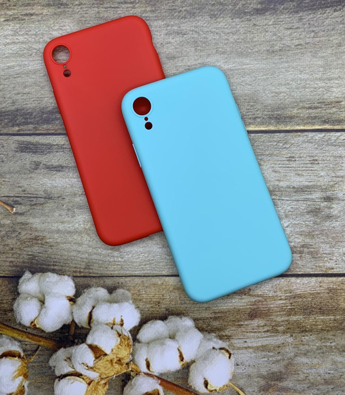Чехол на iPhone XR матовый цветной силиконовый красный/ мятный