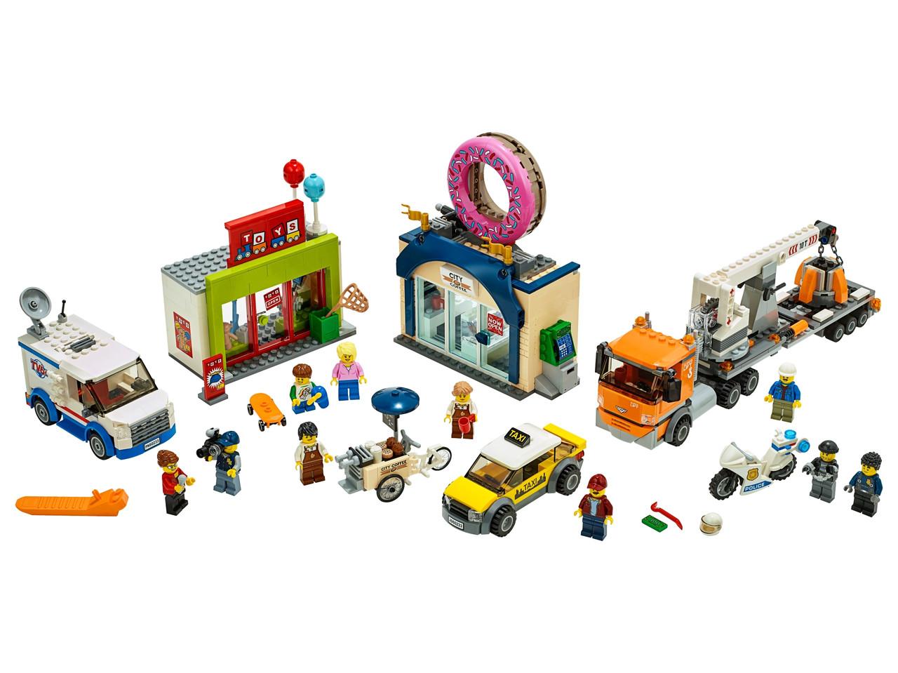 Конструктор LEGO Открытие магазина по продаже пончиков 790 деталей (60233)