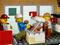 Конструктор LEGO Открытие магазина по продаже пончиков 790 деталей (60233), фото 6