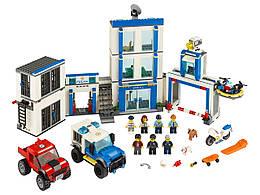 Конструктор LEGO Полицейский участок 743 деталей (60246)