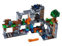 Конструктор LEGO Приключения в шахтах 644 деталей (21147)