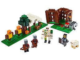 Конструктор LEGO Аванпост разбойников 303 деталей (21159)