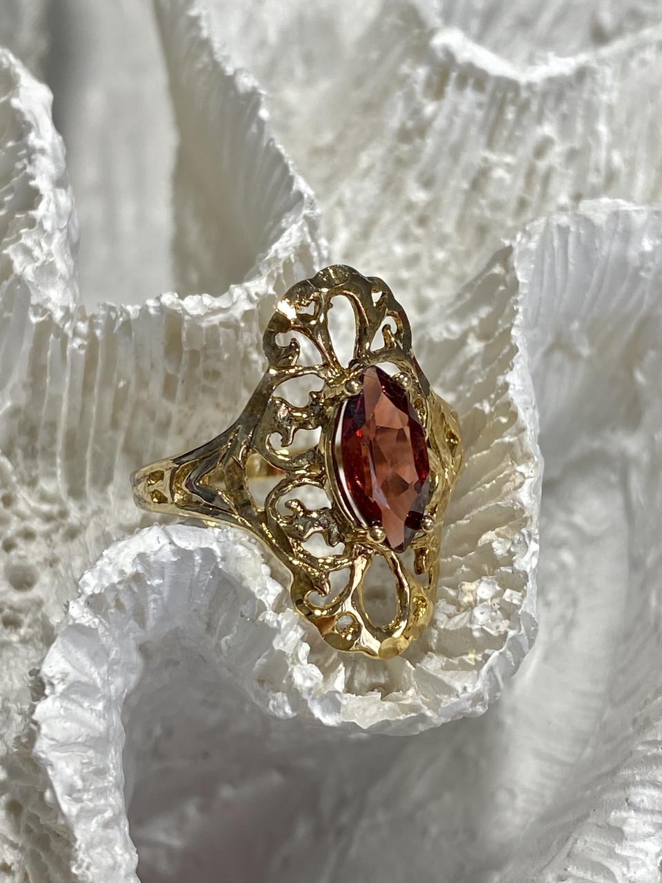Серебряное кольцо в позолоте с альмандином  Ажур
