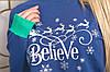 Батник трикотажний з новорічним принтом, жіночий синій, розміри від 44 до 56, подарунок на новий рік, фото 3