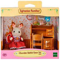 Набор Epoch Sylvanian Families Шоколадный Кролик сестра возле парты 5016, КОД: 2429191