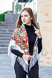 Косынка с народным орнаментом на флисе LEONORA белая 140*110*110  с бахромой, фото 5